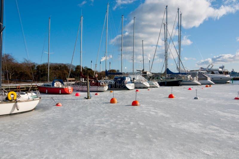 Hafen im Winter lizenzfreie stockfotografie
