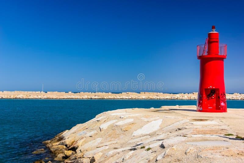 Hafen-Leuchtturm Trani Apulien Italien stockfotos