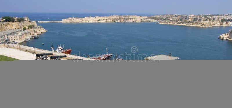 Hafen Malta-Valletta mit Gewehren stockfoto
