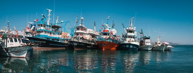 Hafen mit Booten der kommerziellen Fischerei in Didim, die Türkei stockfotos