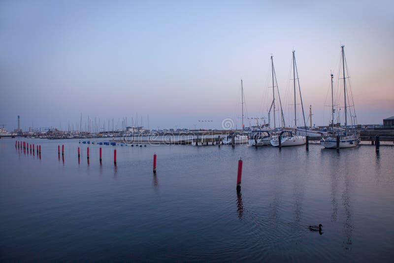 Hafen mit Yachten lizenzfreie stockfotografie