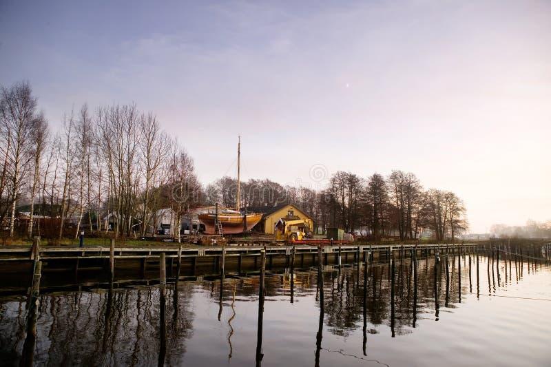 Hafen am Sonnenuntergang lizenzfreies stockbild