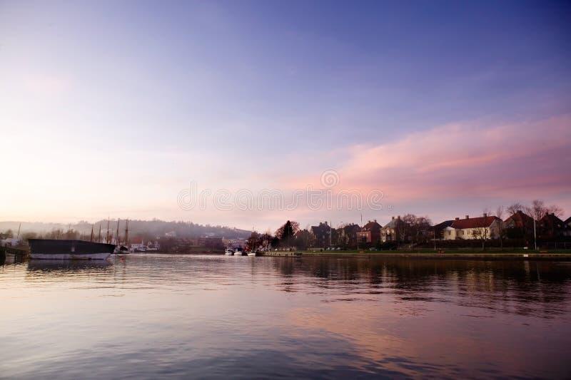 Hafen am Sonnenuntergang stockfotografie
