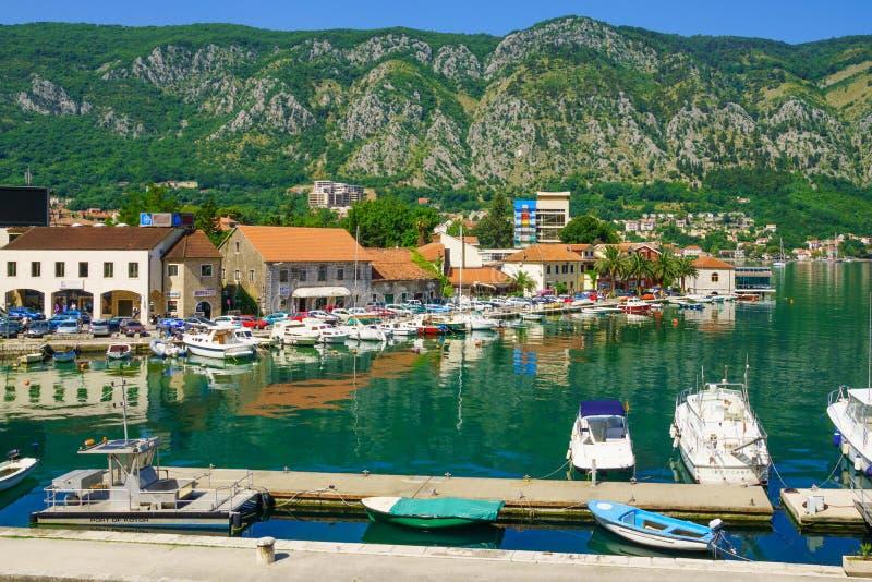 Hafen und Bucht, Kotor lizenzfreie stockfotos