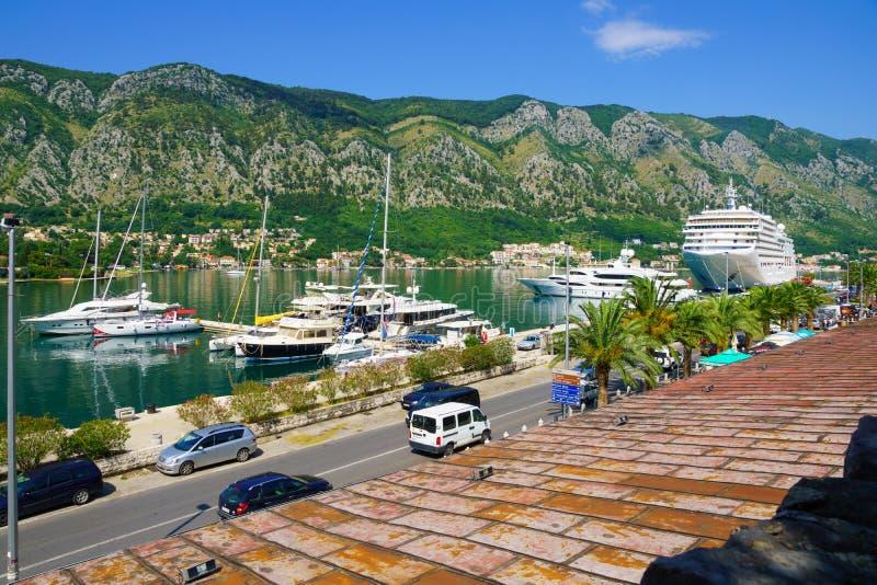 Hafen und Bucht, Kotor lizenzfreies stockfoto