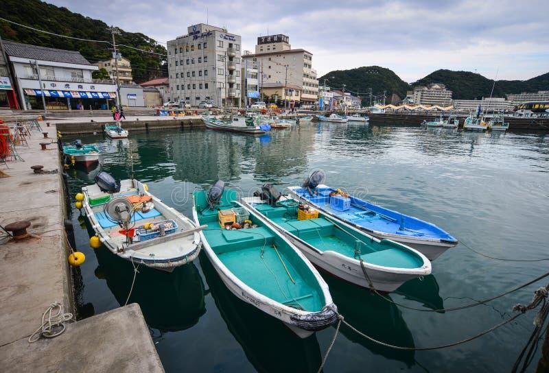 Hafen und Fischerdorf Katsuura in Japan lizenzfreie stockfotografie
