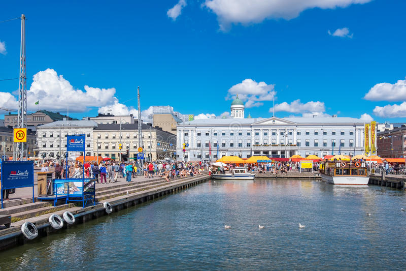 Hafen und Marktplatz Helsinki, Finnland stockfotografie