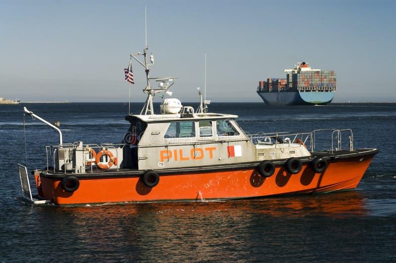Download Hafen-Versuchsboots-und Containerschiff Stockbild - Bild von industrie, transport: 9075637