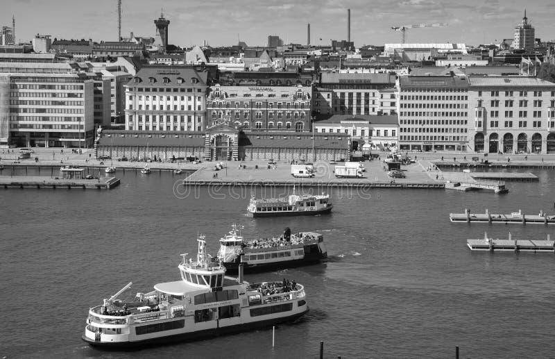 Hafen von Helsinki mit Passagierfähren lizenzfreie stockfotos