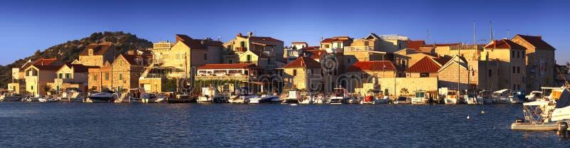 Hafen von Tribunj-Stadt, Kroatien stockfoto