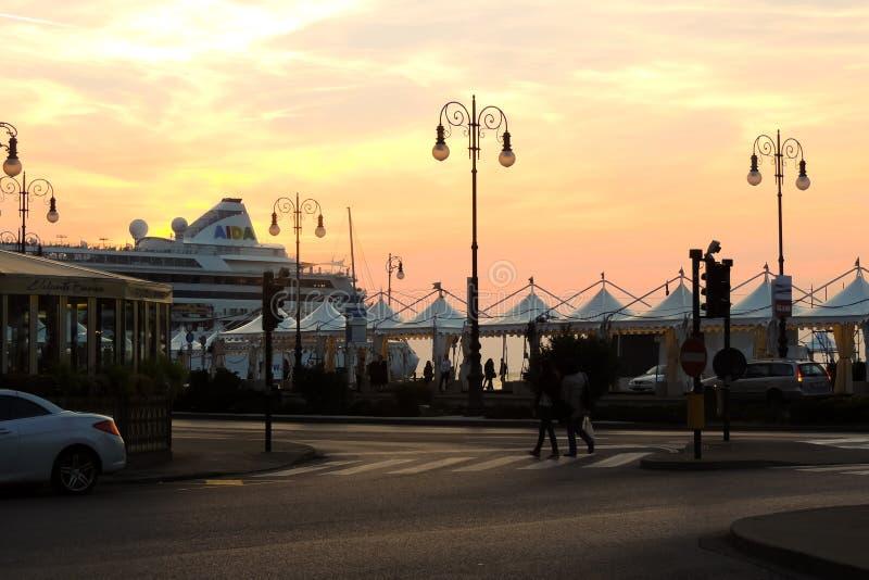 Hafen von Triest, Italien stockfotos