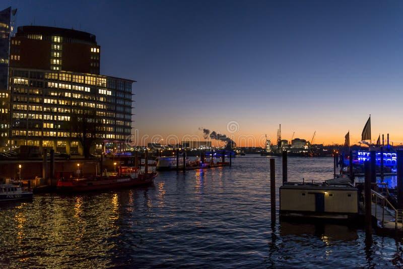 HafenCity im Hafen auf der Elbe, Hamburg, Deutschland lizenzfreies stockbild