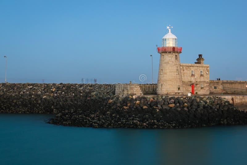 Hafenleuchtturm nachts Howth dublin irland lizenzfreie stockfotos