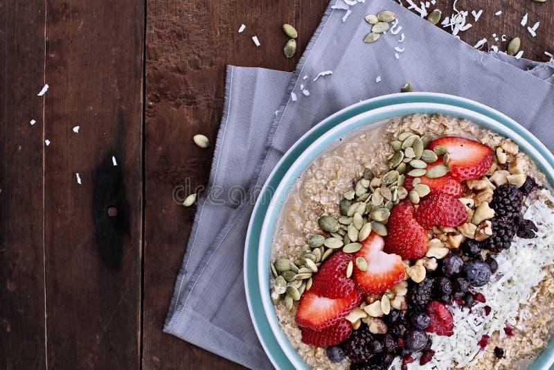 Hafermehl-und Frucht-Frühstück lizenzfreies stockbild
