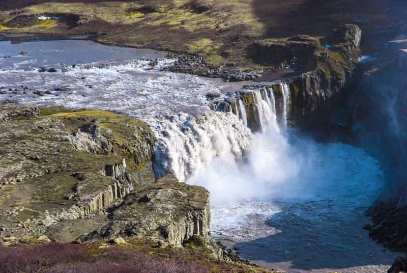 Hafragilsfoss, Dettifoss瀑布瀑布底层在冰岛 免版税图库摄影