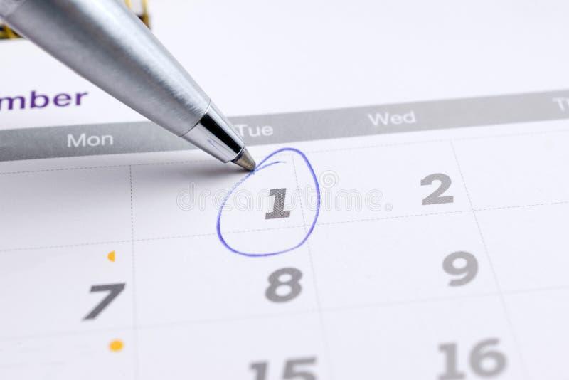 haga calendarios la página con 1 seleccionado de la marca de diciembre de 2016 con los vagos fotografía de archivo