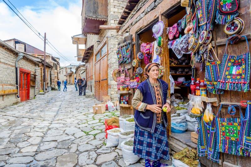 Haga compras con los recuerdos y el té, Lahich, Azerbaijan imagen de archivo