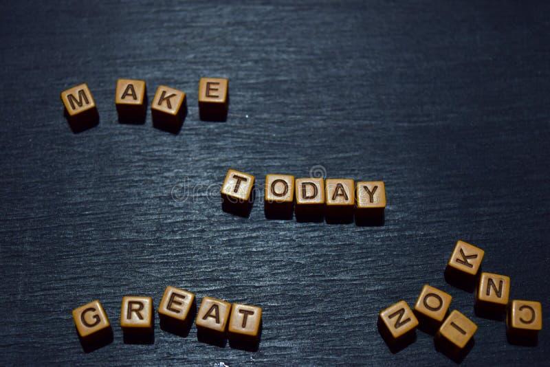 Haga hoy el gran mensaje escrito en bloques de madera Conceptos de la motivación Imagen procesada cruz imágenes de archivo libres de regalías