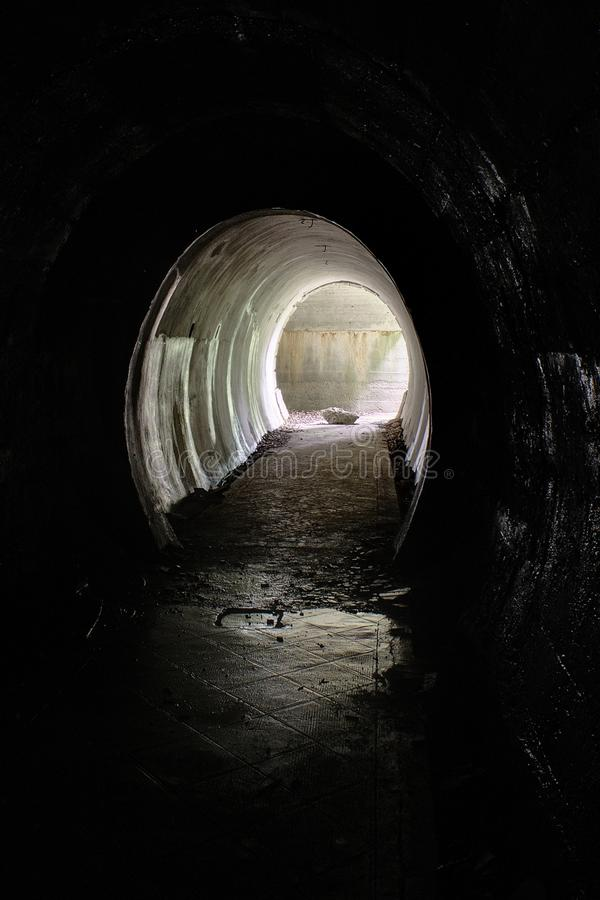 Túnel en una arcón fotografía de archivo