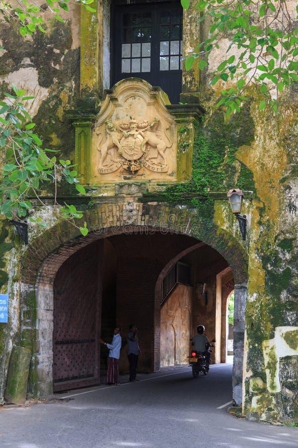 Haga un túnel la entrada a la vieja puerta del fuerte de Galle, Sri Lanka fotografía de archivo