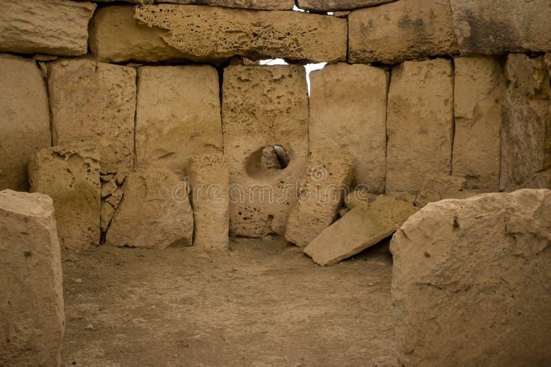 Hagar Qim Temple   Oracle kammare inom royaltyfri fotografi