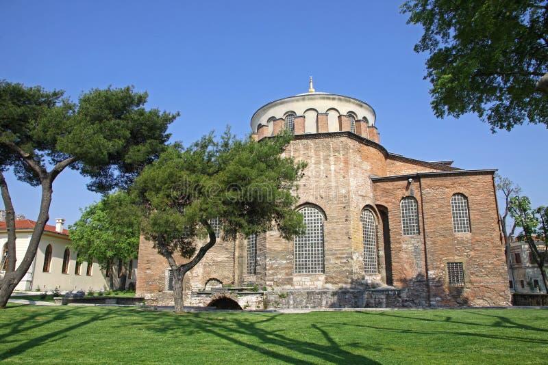 Hagia Irene kyrka i parkera av den Topkapi slotten i Istanbul royaltyfria bilder