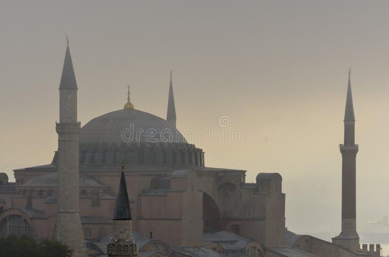 Hagia Sophia и Bosphorus в тумане утра раннего лета стоковое изображение
