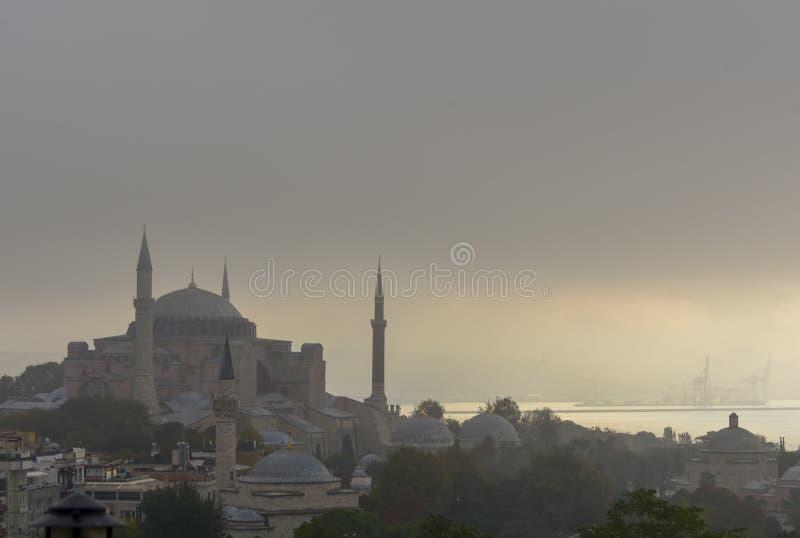 Hagia Sophia и Bosphorus в тумане утра раннего лета стоковая фотография rf