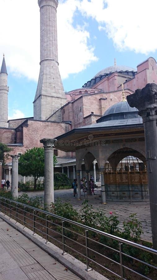Куполы и минареты Hagia Sophia в старом городке Стамбула, Турции, на заходе солнца стоковое изображение