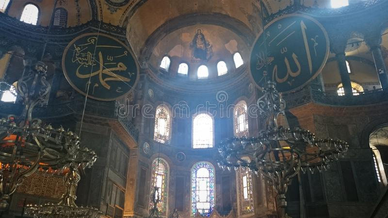 Интерьер Hagia Sophia на Стамбуле Турции - предпосылке архитектуры стоковое фото