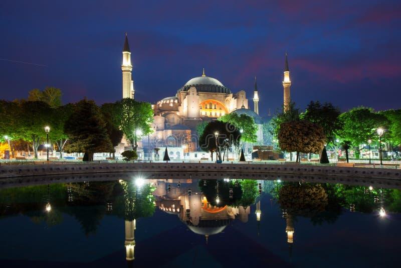 Hagia Sophia in Istanbul nachts, die Türkei stockfotos