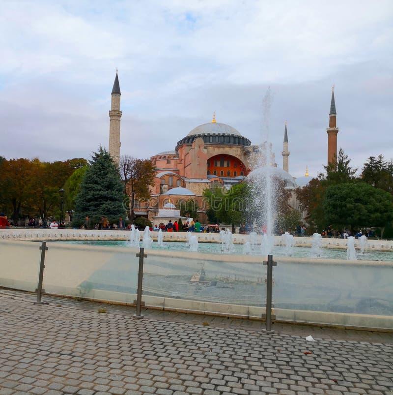 Hagia Sophia Museum mit Brunnen in Sultan Ahmed Square 2 lizenzfreie stockfotos