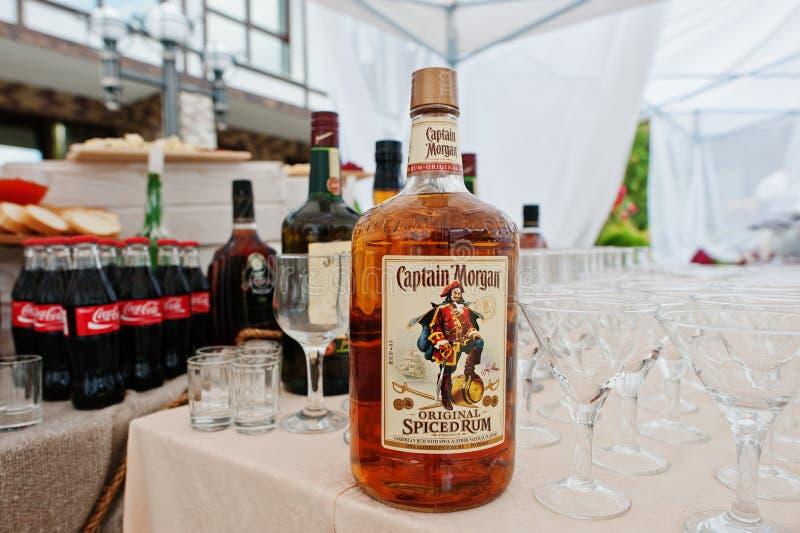 Hai, Украина - 25-ое октября 2016: Большая бутылка капитана Моргана стоковые изображения rf