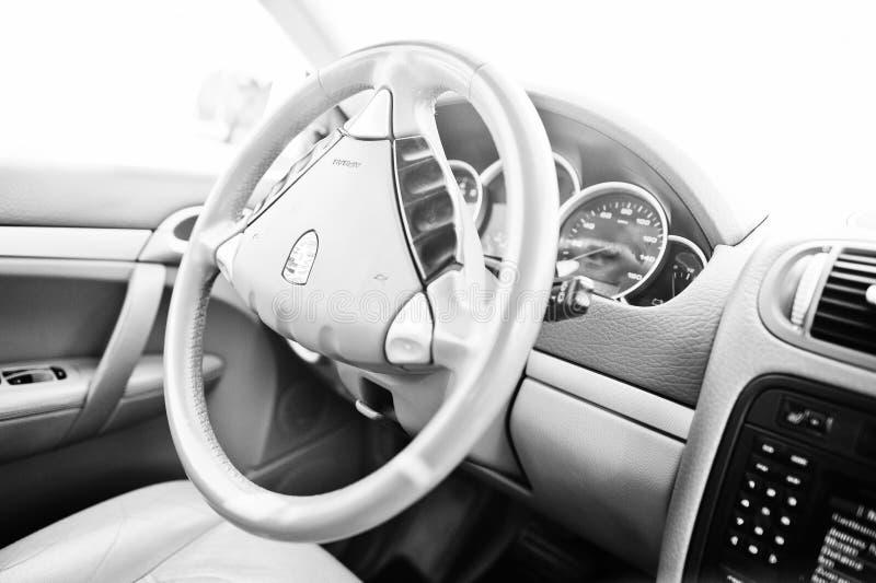 Hai, de Oekraïne - Oktober 20, 2016: Porsche Cayenne die wiel steeering royalty-vrije stock afbeelding