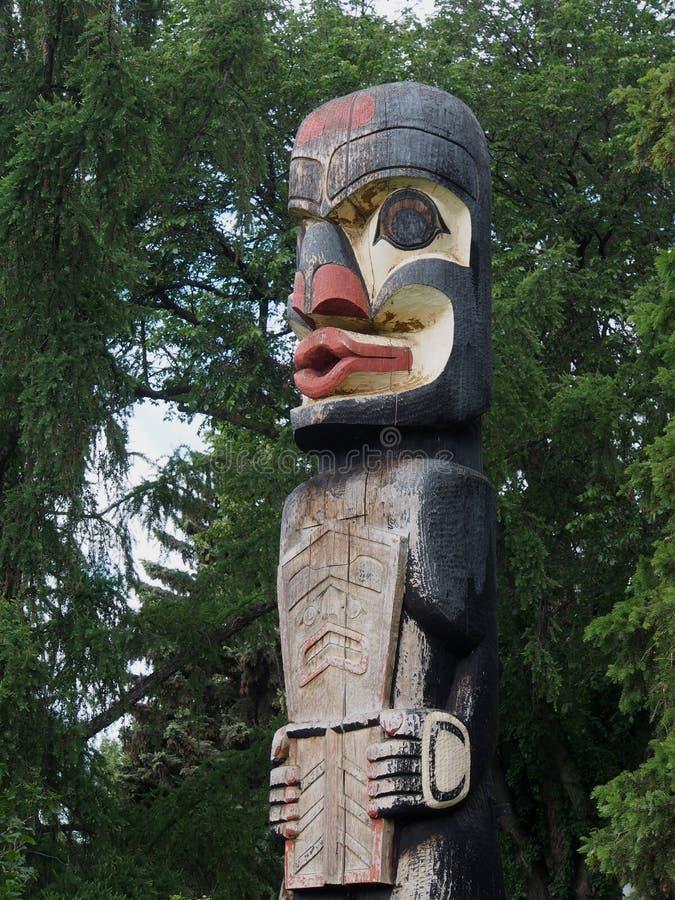 Haida Totem Pole At Legislative fond Edmonton Alberta image stock