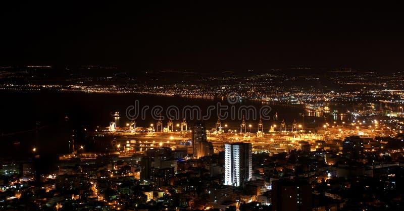 Haifa en la noche imágenes de archivo libres de regalías