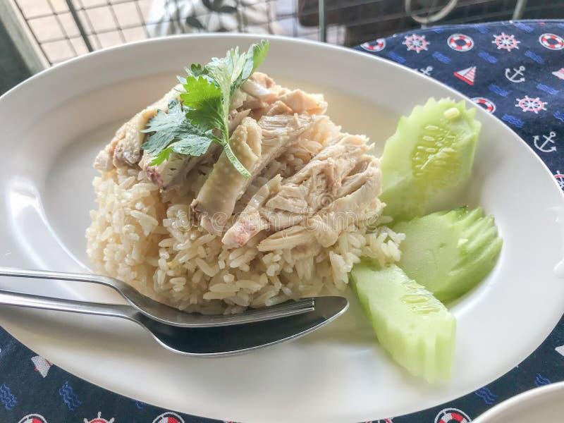 Hainanese在白色板材的鸡米 库存图片