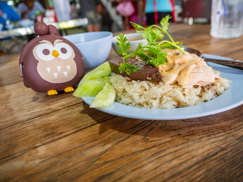 Hainanese kurczaka ryż, Tajlandzki smakosz dekatyzowali kurczaka z ryż, bobowy kumberland i zdjęcie royalty free