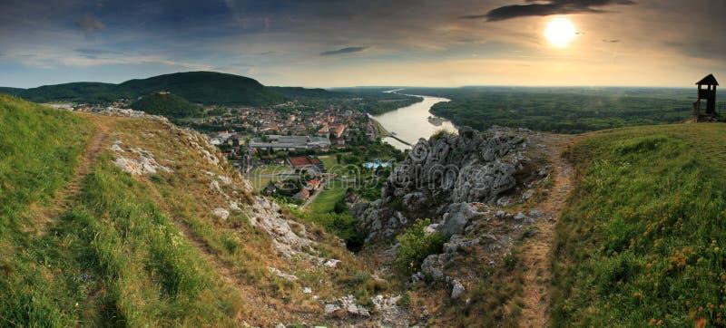 Download Hainburg - Cidade Pequena Em Áustria Foto de Stock - Imagem de campo, celt: 12802268