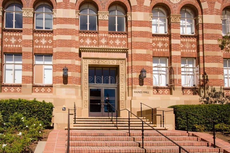 Haines Hall auf dem Campus von UCLA lizenzfreie stockbilder