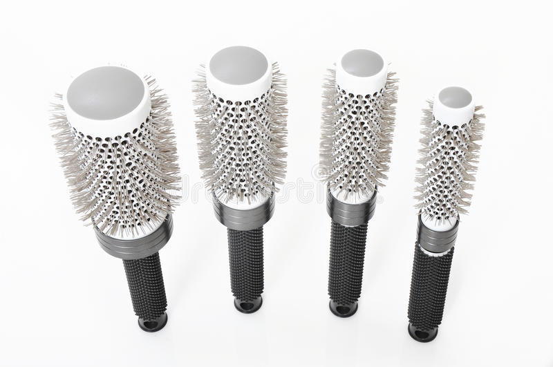 Hairbrushes redondos do salão de beleza isolados imagens de stock