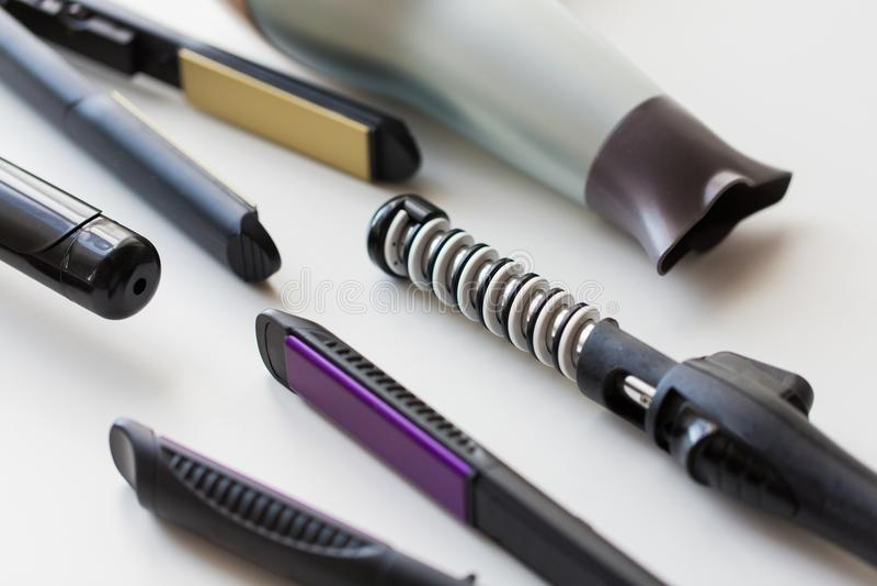 Hairdryer, hierros labradores y que se encrespan calientes fotografía de archivo libre de regalías