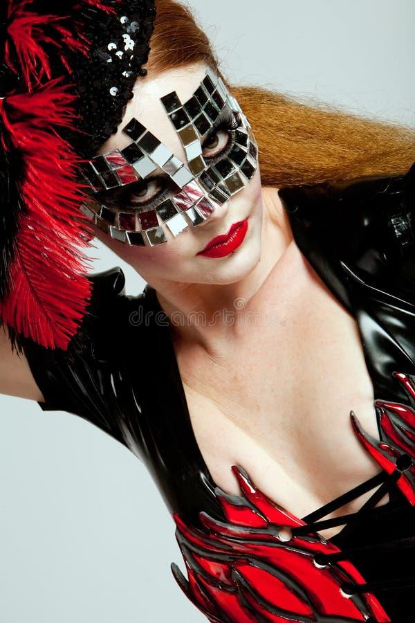 haired lång maskeringskvinna arkivfoton