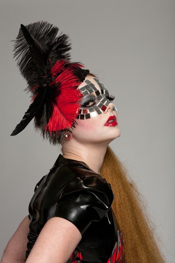 haired lång maskeringskvinna arkivfoto
