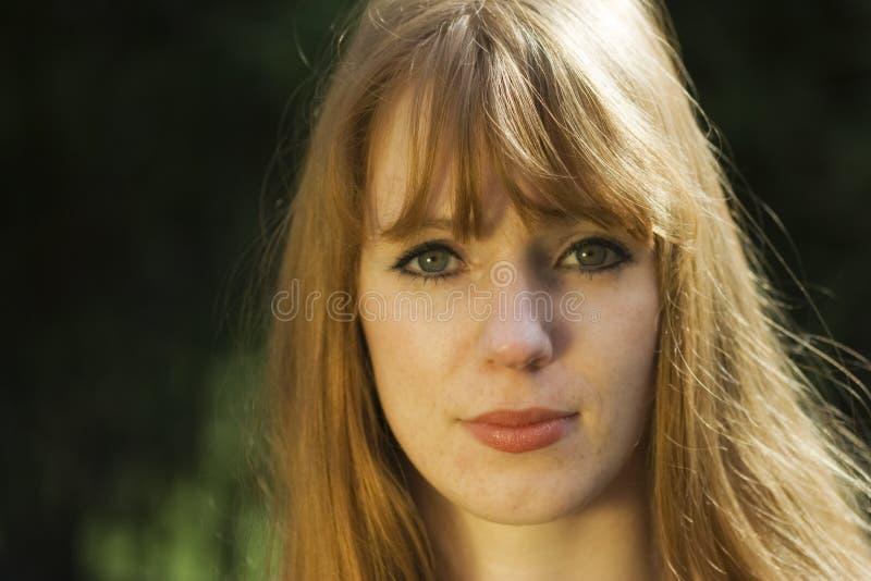 haired röd kvinna royaltyfria foton