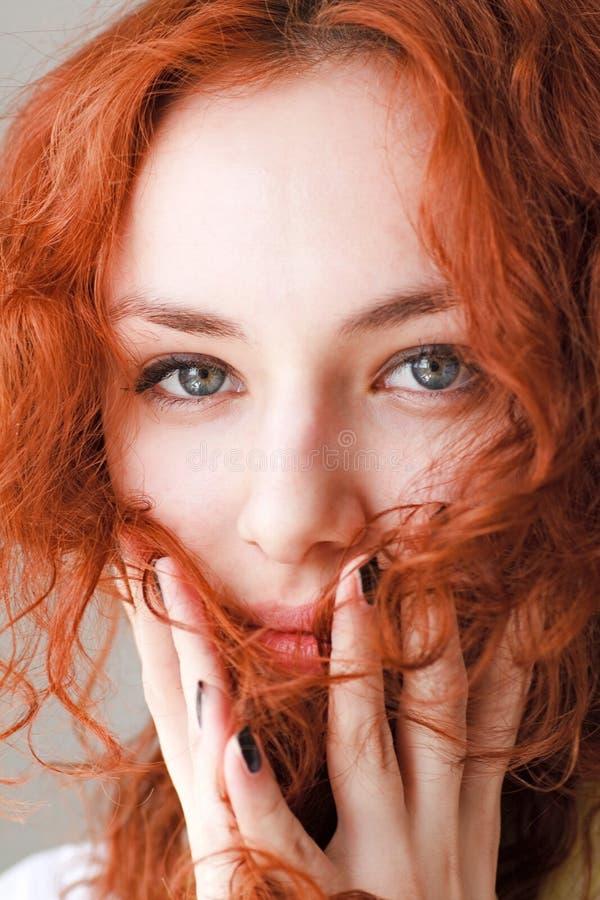 haired red för flicka royaltyfri bild
