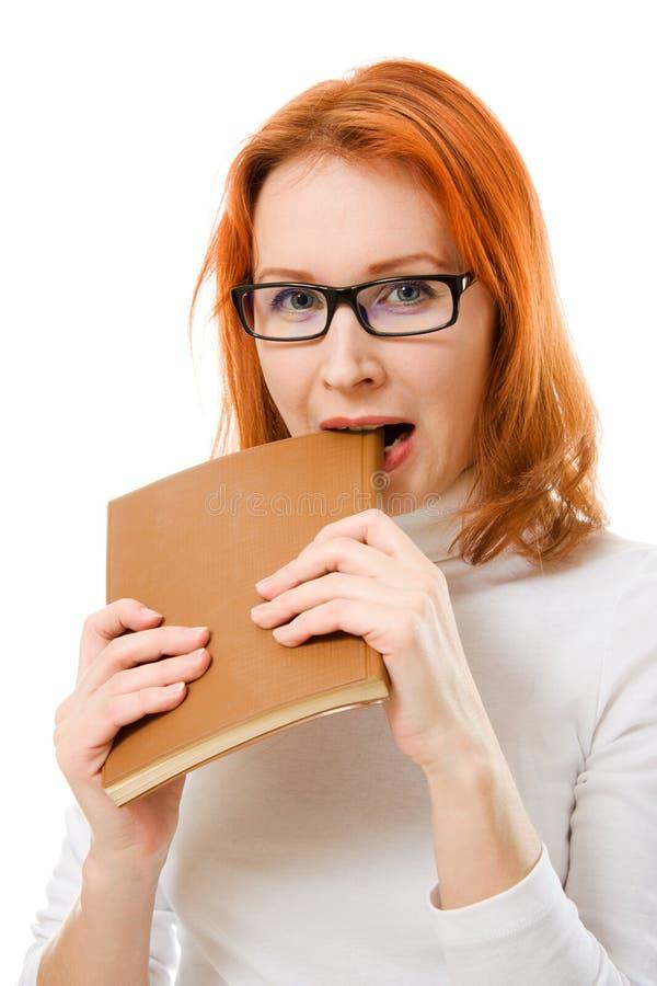 haired red för härliga bokflickaexponeringsglas arkivfoton