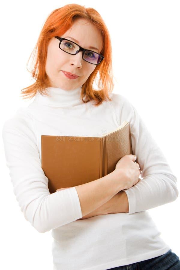 haired red för härliga bokflickaexponeringsglas arkivbild