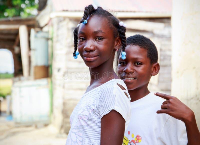 Haitianische Kinder im Flüchtlingslager stockfotos