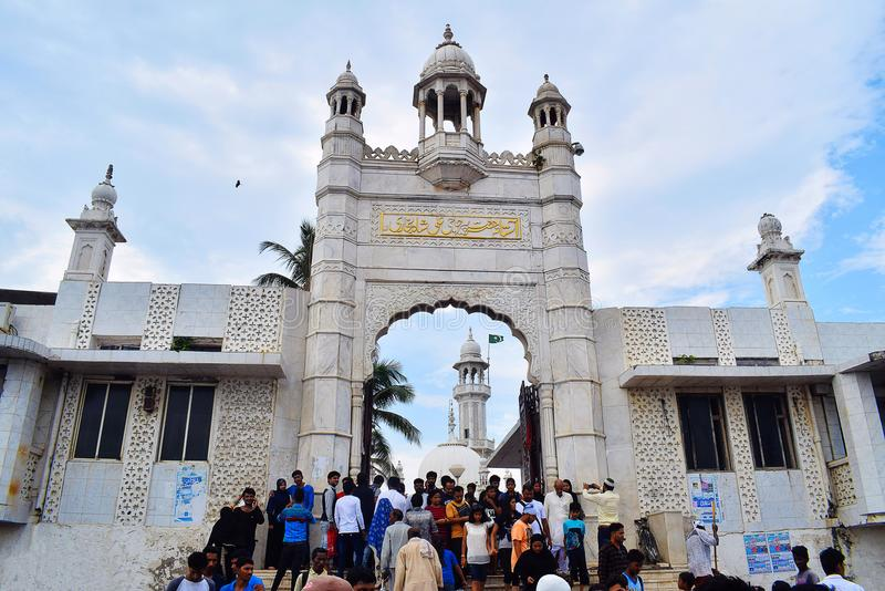 Haji Ali Dargah, fachada Mezquita y tumba de Pir Haji Ali Shah Bukhari Mumbai imagenes de archivo